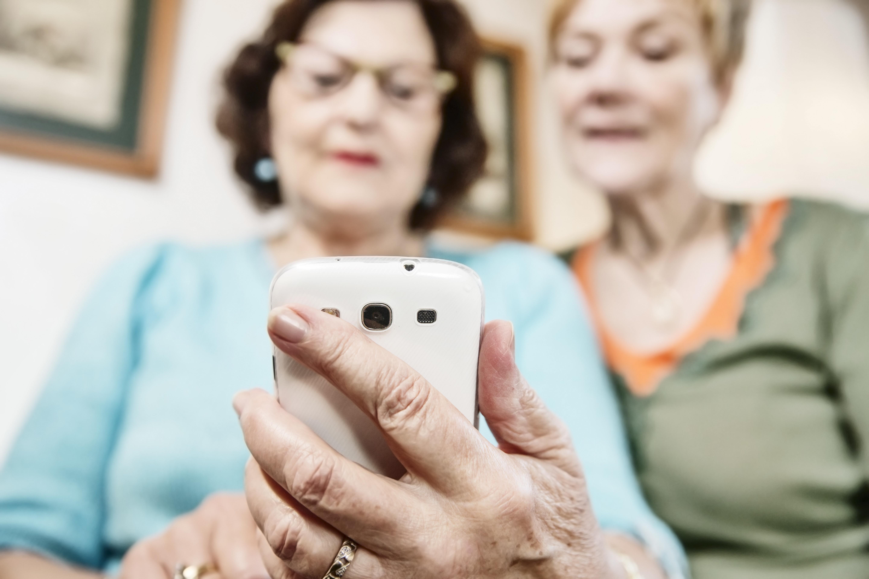 senioronsmartphone.jpeg